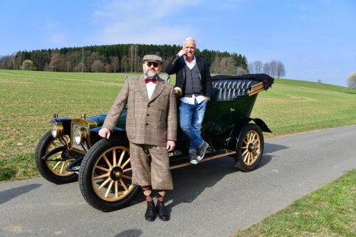 Nino de Angelo mit Oldtimer und Chauffeur